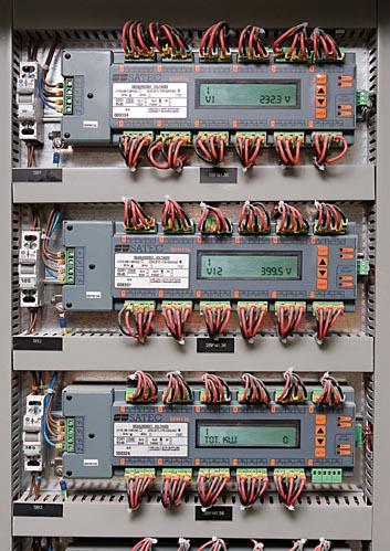 Размещение многофидерного электросчетчика BFM136 при монтаже
